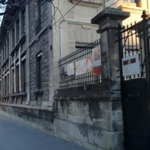 Les sessions han tingut lloc de 9 a 13 hores de dilluns a dijous en el Centre Cervantes Jove (CCJ).