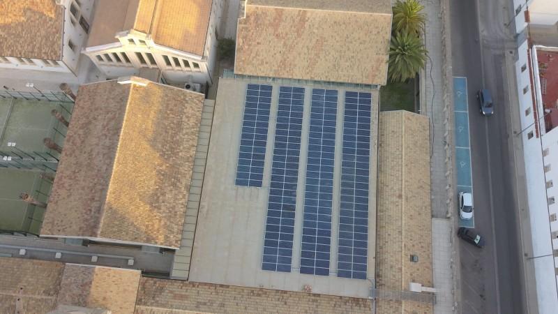 194 panells fotovoltaics s'han instal·lat al sostre del CEM Eduardo Latorre
