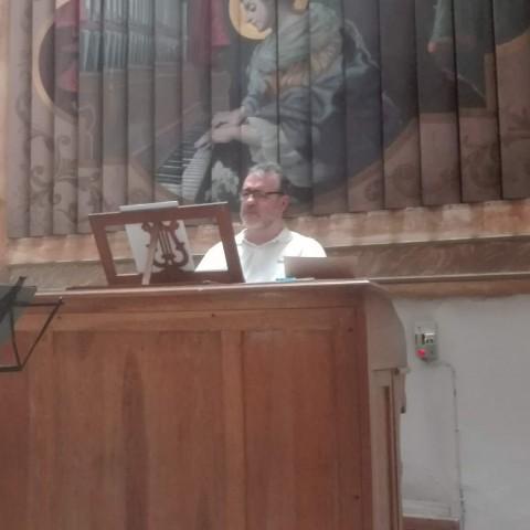 Francisco Amaya amb l'orgue/Facilitat per Rebeca, organització