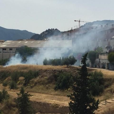 Fum i foc prop de les cases / AM