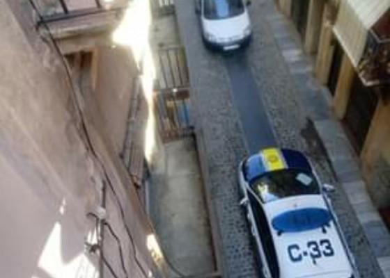 La policia ha actuat de matinada. Imatge facilitada per un veí.