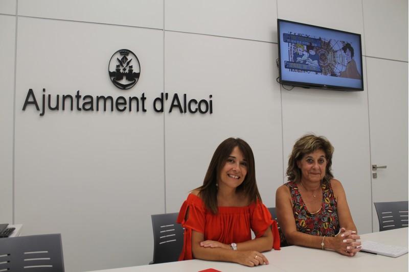 La regidora Lorena Zamorano (esquerra), i Rosa Vercher (dreta), a càrrec de la subdirecció de Cultura del campus d'Alcoi UPV.
