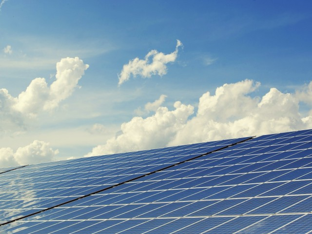 Una vintena d'empreses a les nostres comarques estan especialitzades en producció d'estructures i instal·lació d'energies renovables.