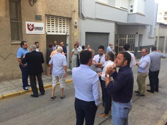 Moments abans de la reunió a les portes de l'UNDEF / AM