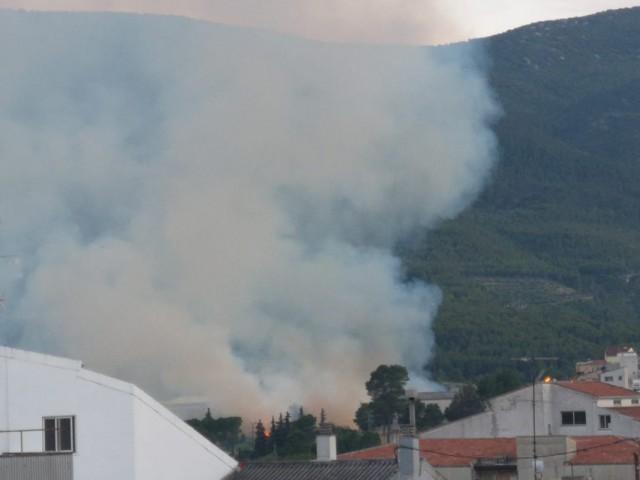 Investigats dos joves per l'incendi a Alcoi