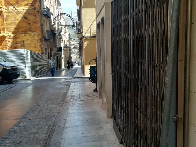 Comerç tancat al carrer Sant Francesc.