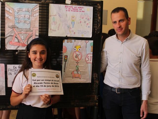 Els alumnes de 6é A de Les Esclaves guanyen amb elseu cartell sobre Educació Viària