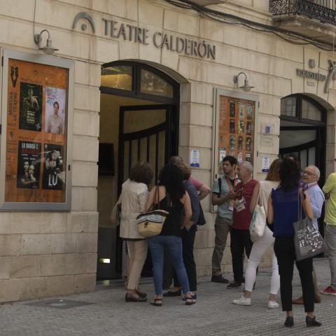 Públic entrant al Calderón