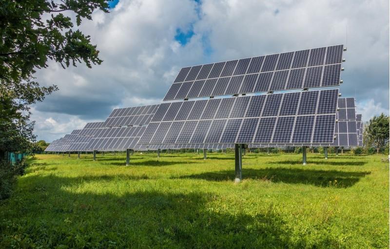 Una de les mesures busca la instal·lació de plaques solars d'autoconsum en edificacions municipals.