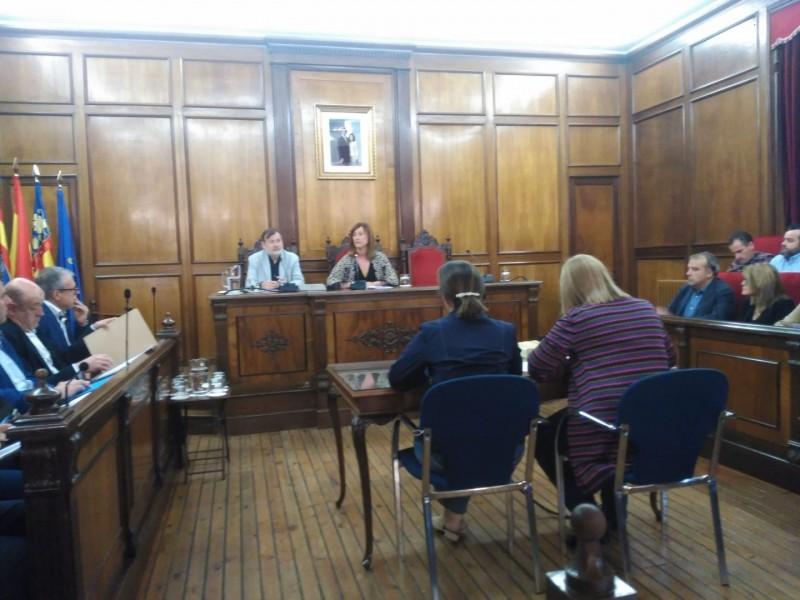 Imatge del plenari, amb l'absència de l'alcalde Toni Francés per motius personals.