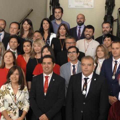Els 25 regidors de l'Ajuntament d'Alcoi.