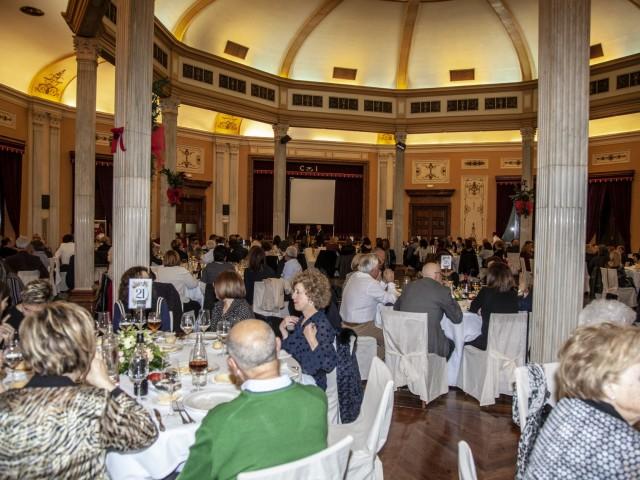 Més de 200 persones assisteixen al sopar solidari a favor de Solc
