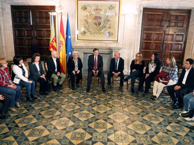 """Ximo Puig es reuneix amb els afectats d'Ardystilper a """"la reparació històrica d'un accident laboral"""" que no tenia una """"soluciódefintiiva"""""""