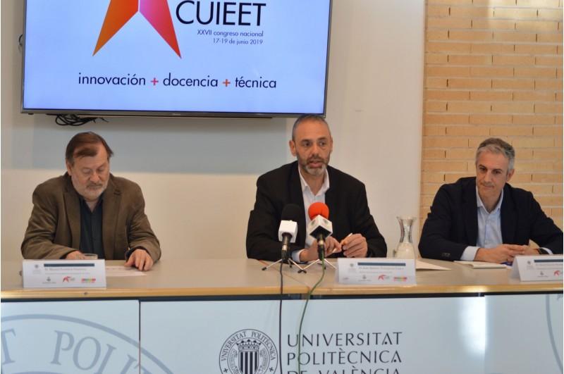 Presentació del Congrés amb el regidor d'Universitat (esquerra), el director del Campus (centre), i el vicedirector del comité organitzador del Congrés.