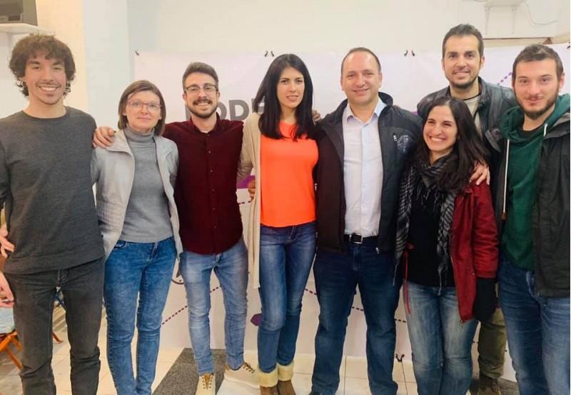 Components de la llista de Podem Alcoi acompanyats pel candidat a la Presidència de la Generalitat Rubén Martínez Dalmau.