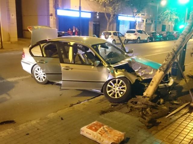 Accident de cotxe en la 'Alameda de Camilo Sesto'