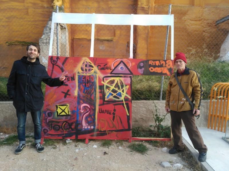Pep, el president de l'Associació de Veïns (dreta) i el músic Toni Blanes, durant l'acte de 'Plantà' de la Falla.