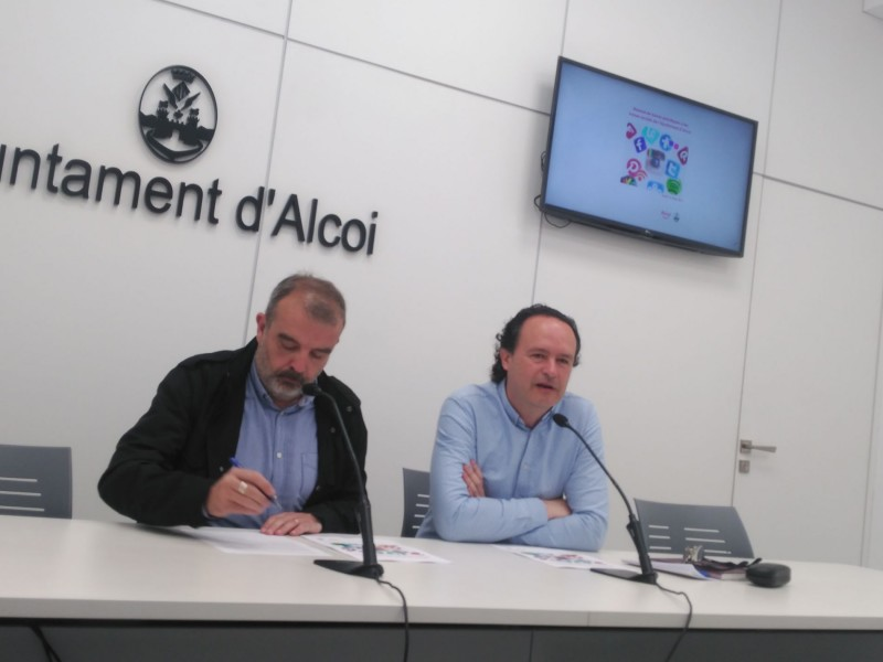Martínez i Ivorra presenten el document conjunt, fruit de l'acord assolit en 2018.