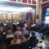 La sala de plens de l'Ajuntament s'ha omplert de gom a gom amb estudiants, familiars i docents dels tres cetres.