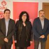 Xesca Lloria (centre) acompanyada per l'Alcalde d'Alcoi (esquerra), i el secretàri general del PSOE en Alcoi (dreta).