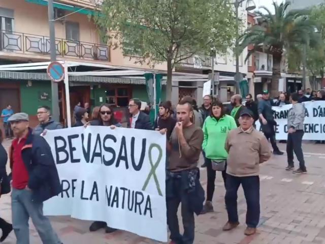 Manifestació en Cocentaina en contra de les mesures del Consell per a combatre la Xylella