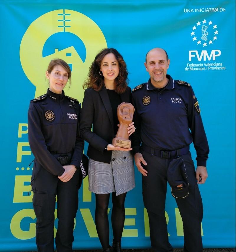 L'equip MINERVA de la policia local i l'alcaldessa Mireia Esteppa, en una immatge d'arxiu.