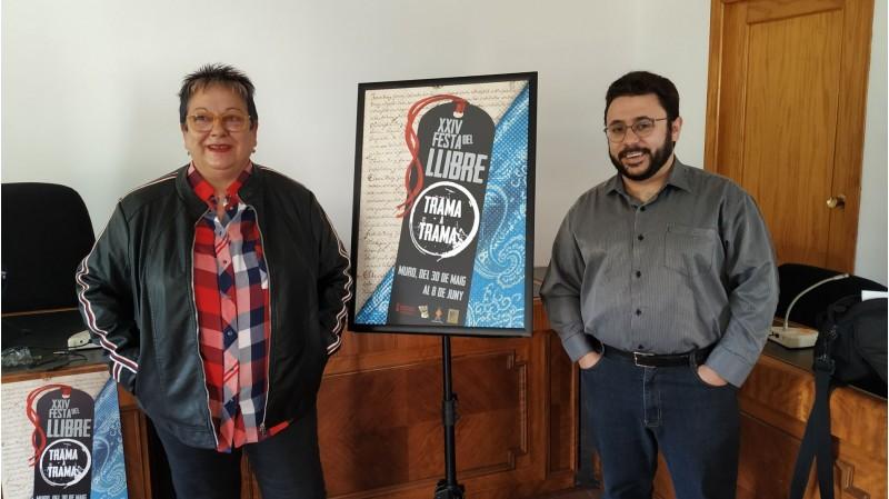 La bibliotecària Carmina Prats, i el regidor de cultura Sergi Silvestre