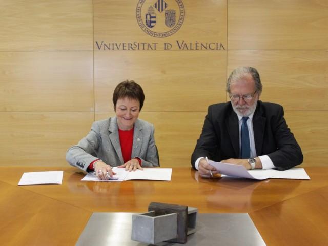 Caixa Ontinyent firma un conveni amb la Universitat de València