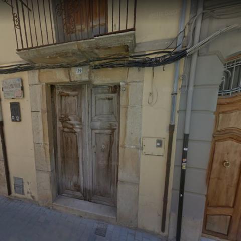 La casa es troba situada al carrer Major, 24 de Castalla / Google maps