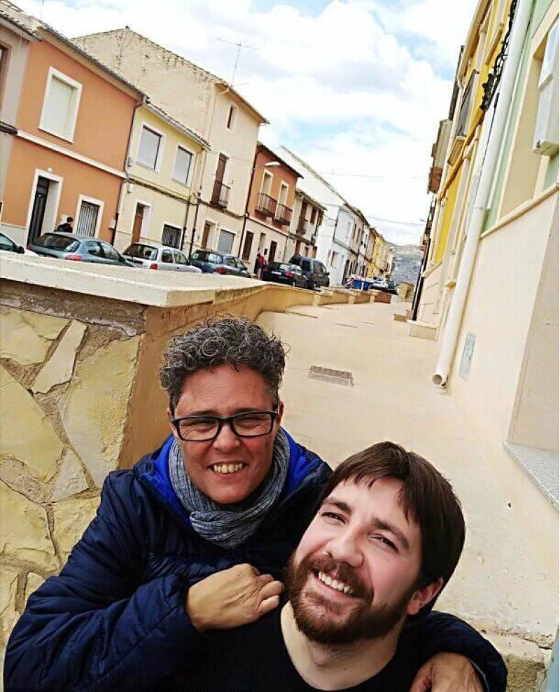 Lusa Monllor, portaveu del Grup Municipal Compromís per Castalla, i Rubén Navas regidor d'Esquerra Unida a l'Ajuntament de Castalla.
