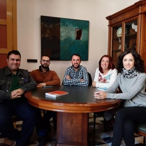 L'alcaldessa de Cocentaina i membres del col·lectiu Ponts d'Igualtat