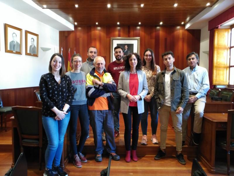 Els nous treballadors  han sigut rebuts al saló de plens de l'Ajuntament de Cocentaina per l'Alcaldessa Mireia Estepa i regidor Antonio Hernández.