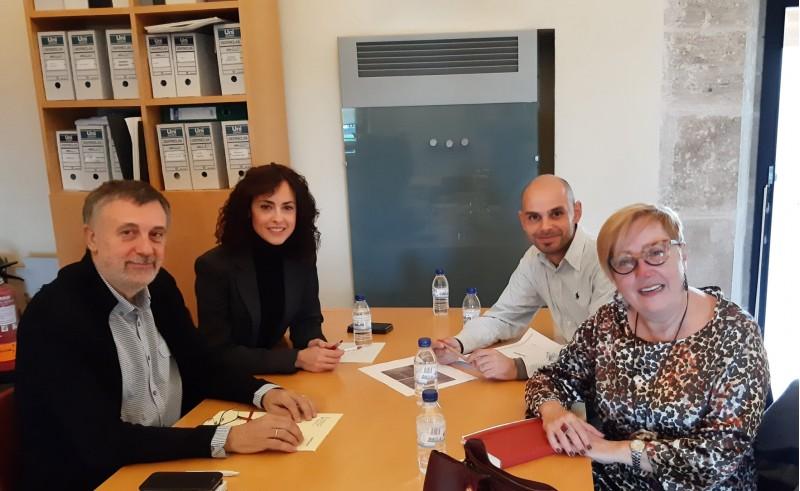 Reunió amb el Subdirector General d'Arxius i Biblioteques, Vicent Moreno (esquerra).