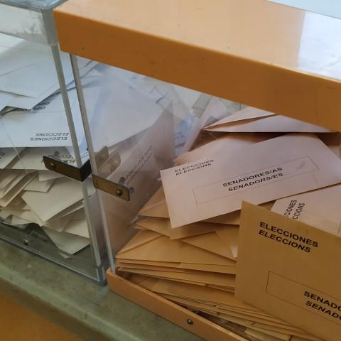 Urnes a un col·Legi electoral alcoià