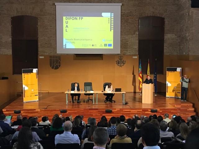Primera de les jornades celebrada hui al complex La Petxina de València