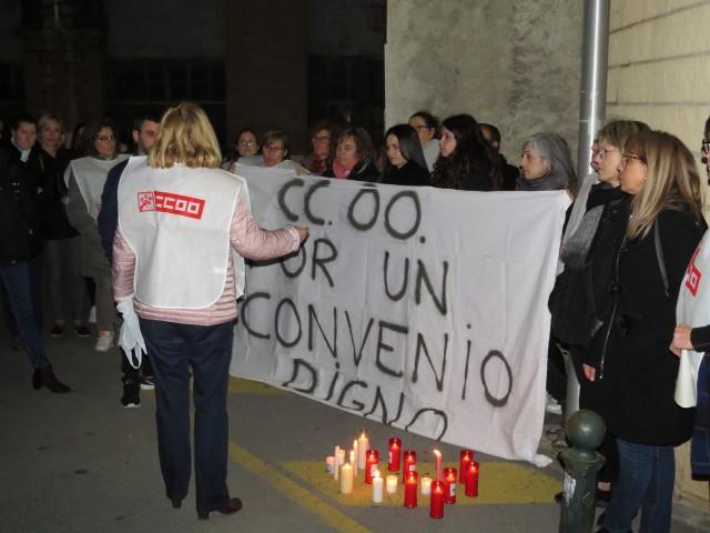 Protestes a la porta del centre DomusVi en Alcoi.