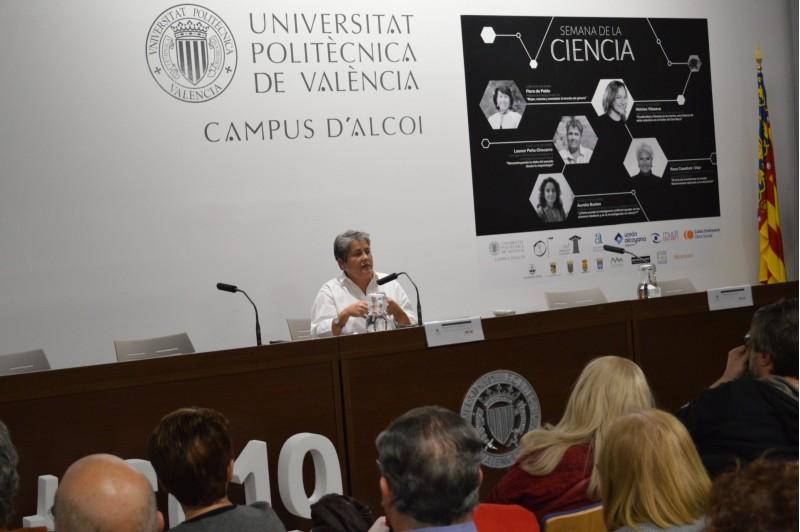 Leonor Peña-Chocarro durant la seua conferència.