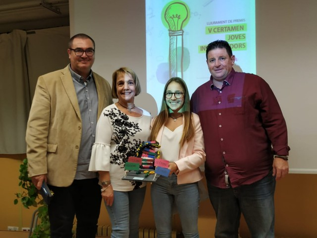 Gemma acompanyada pel director i pels seus pares / Montserrat Planelles