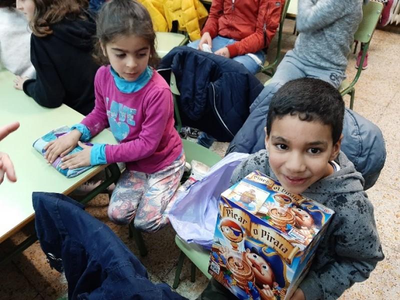 Nens amb joguets / Facilitat per CrecerJugando.org