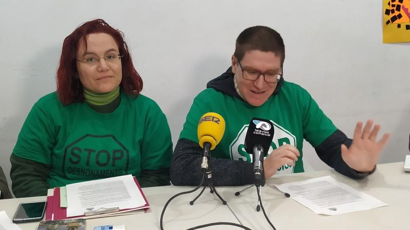 Sandra Ivorra i Salva Campoy, membres de la PAH d'Alcoi