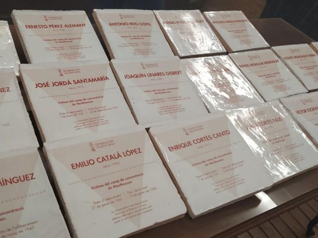 Rajoles amb els noms dels deportats valencians en camps de concentració.