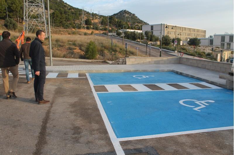 Zona d'aparcament en el polígon del Castellar.