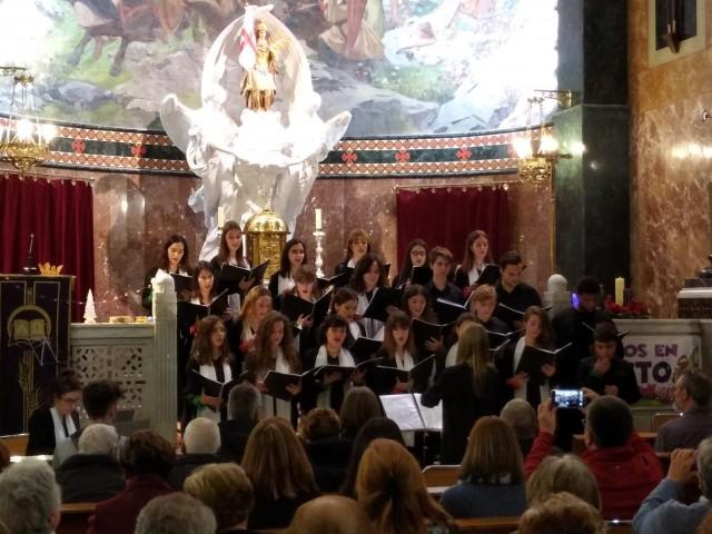 El 'Coro Voces Blancas Alcoy' posa música al Nadal