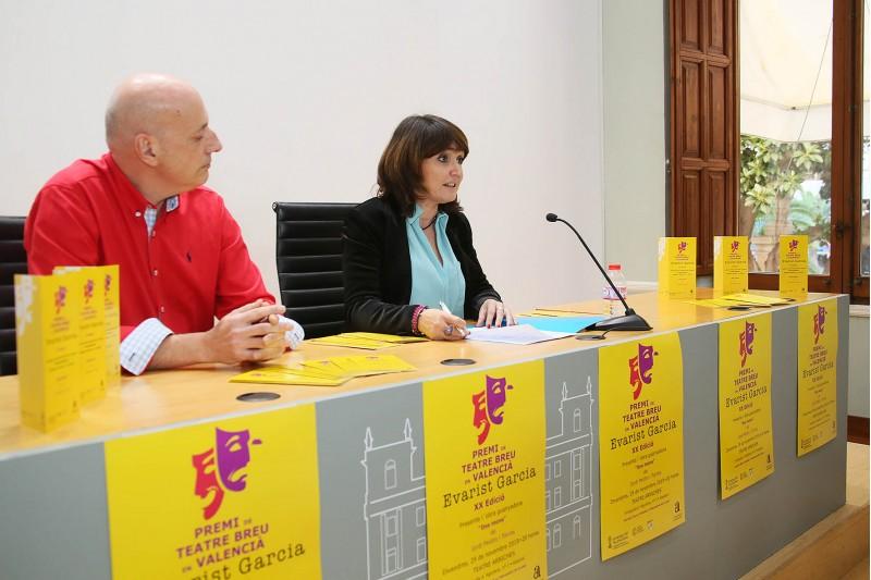 Jordi Peidro (esquerra), durant la presentació de l'obra guanyadora.
