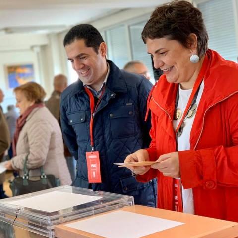 Patricia Blanquer (dreta), vota en les eleccions generals del 10N de 2019.