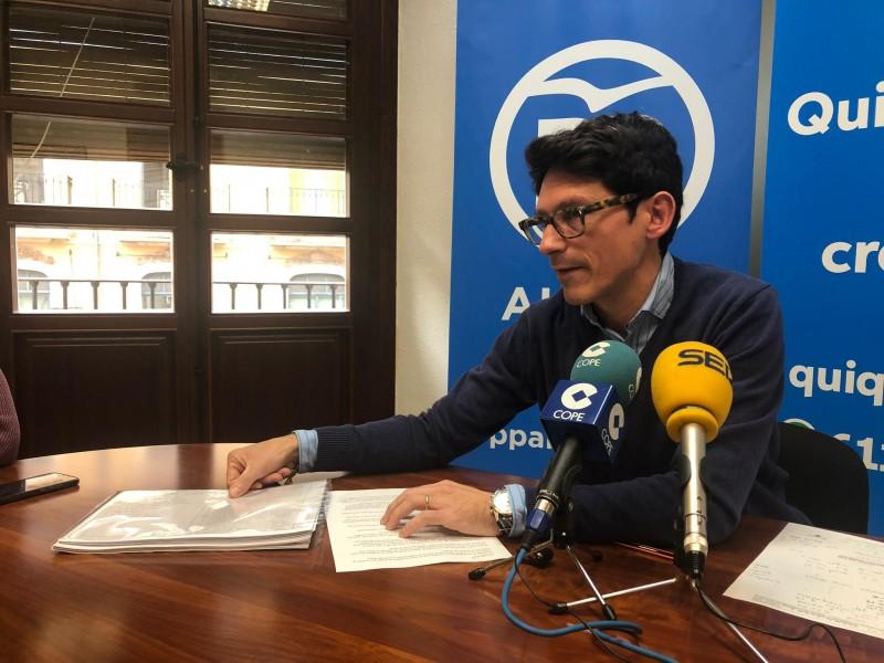 Quique Ruiz en el moment de la compareixença pública / Cope Alcoi