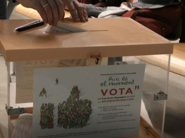 Urna amb votacions / AM