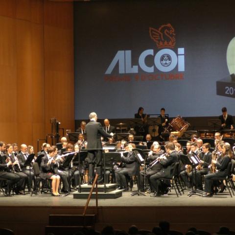 La festa del 9 d'octubre ompli de música i cultura el Teatre Calderón