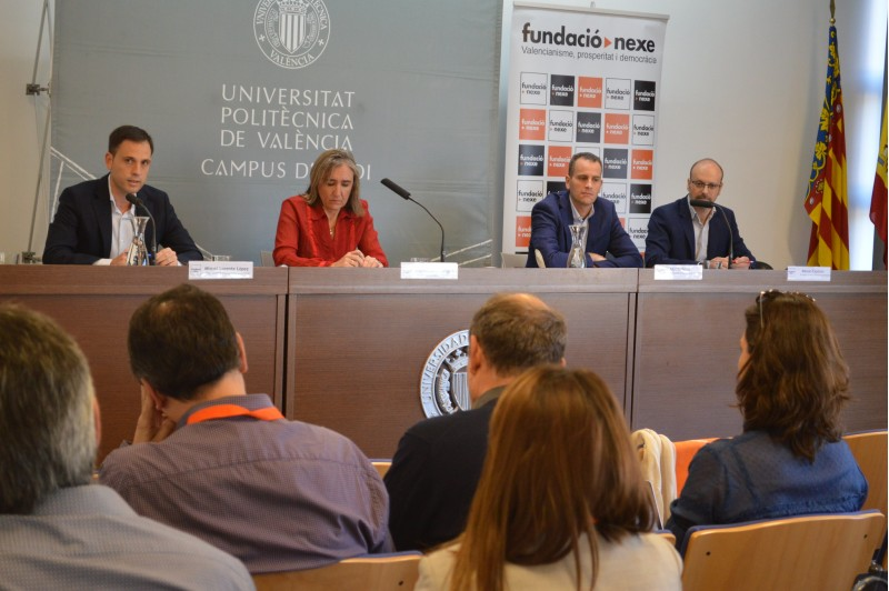 Inauguració de la trobada, a càrrec de BegoñaCantó, refectura d'estudis del campus. Està acompanyada per ManuelExpósito, president del comité organitzador; MiquelLorente, director general d'Economia Sostenible; iAlbertoBelda, regidor d'Empresa.