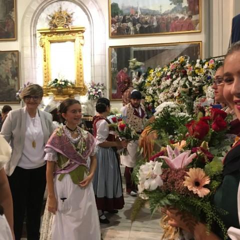 Ofrena a la Verge dels Lliris a l'església de Sant Maure // ARAMULTIMÈDIA